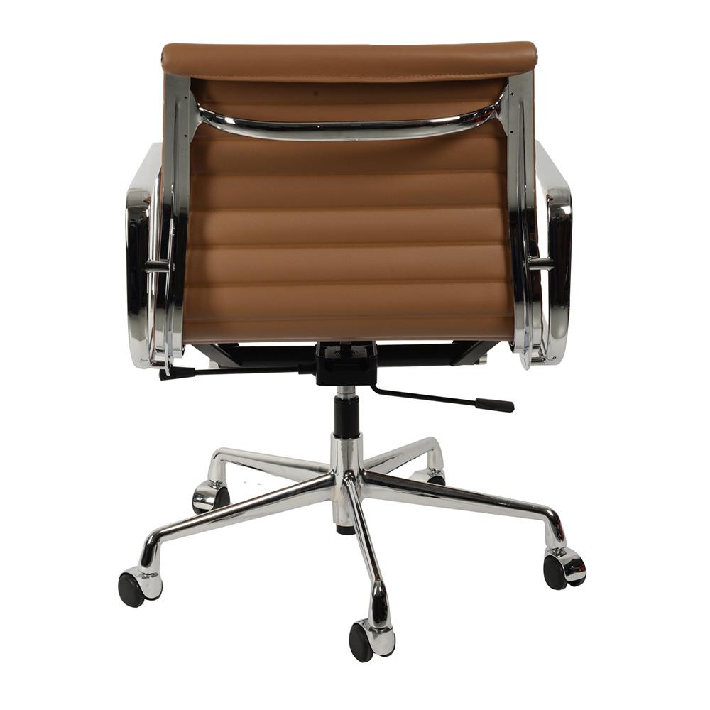 Кресло Eames Style Ribbed Office Chair EA 117 коричневая кожа - вид 3