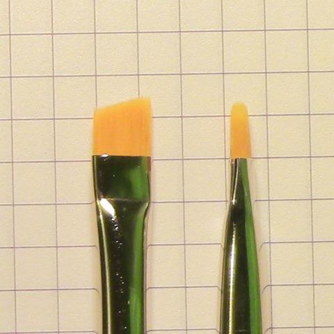 Кисть для окраски бровей