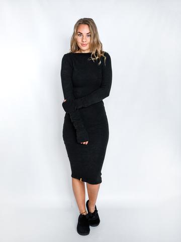 Платье шерстяное с вырезом лодочка черное