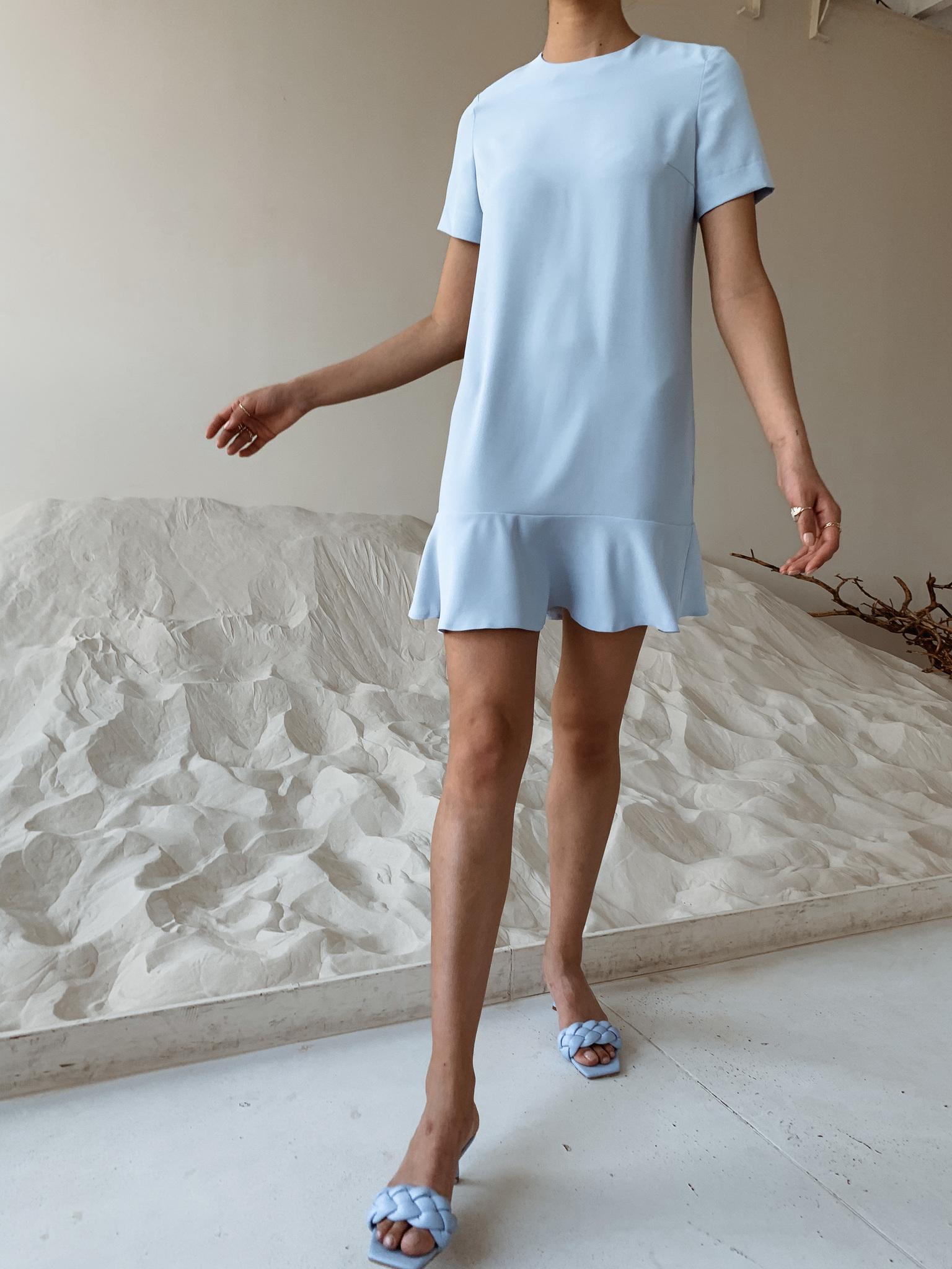 Платье прямое мини с воланом (голубой)