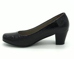 Черные туфли на устойчивом каблуке под кожу рептилии