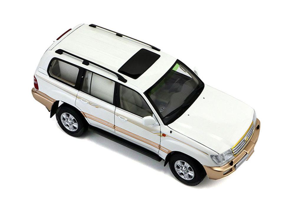 Коллекционная модель TOYOTA LAND CRUISER 100 2005 WHITE