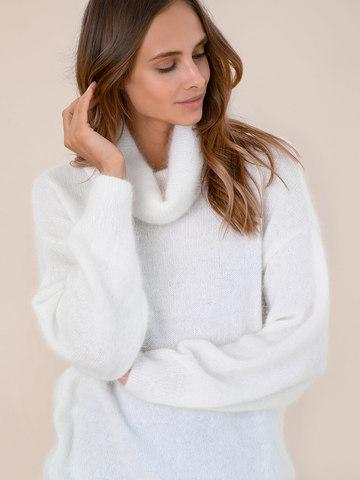 Женский свитер молочного цвета из ангоры - фото 2