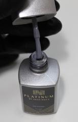 Маникюр с серым гель-лаком PLATINUM
