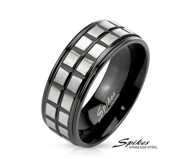 R-M3893K-8 Мужское стальное кольцо «Spikes» черного цвета с серебристыми вставками