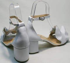 Босоножки женские на каблуке с закрытой пяткой Ari Andano K-0100 White