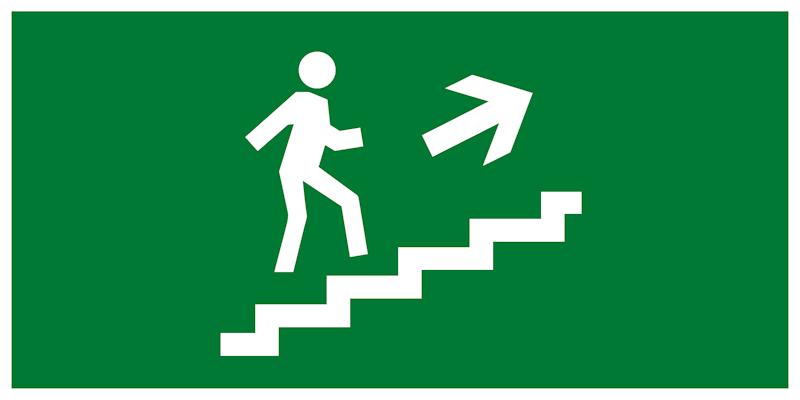 Эвакуационный знак – Направление движения к эвакуационному выходу по лестнице вверх направо