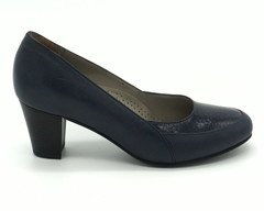 Синие кожаные туфли на устойчивом каблуке