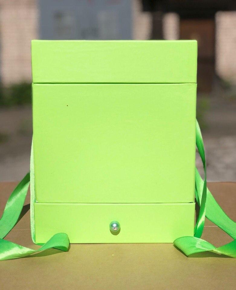 Квадратная коробка с отделением для подарка. Цвет: Зеленый   . В розницу 500 рублей .