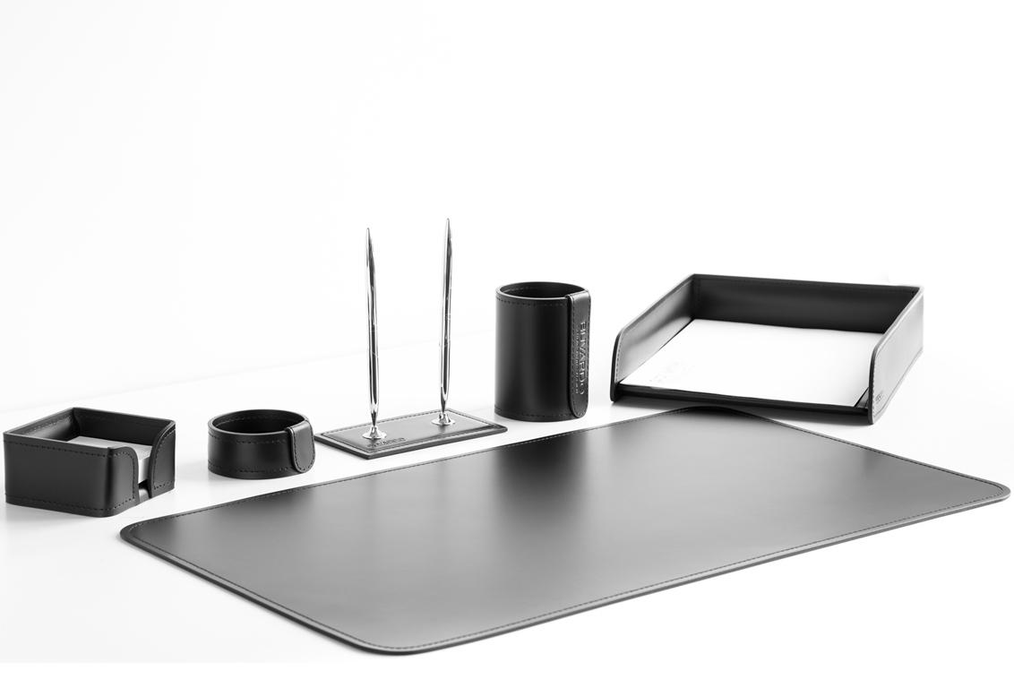 Набор на стол руководителя 003-6 из черной итальянской кожи.