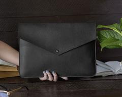 Черный чехол Gmakin на кнопке на Macbook