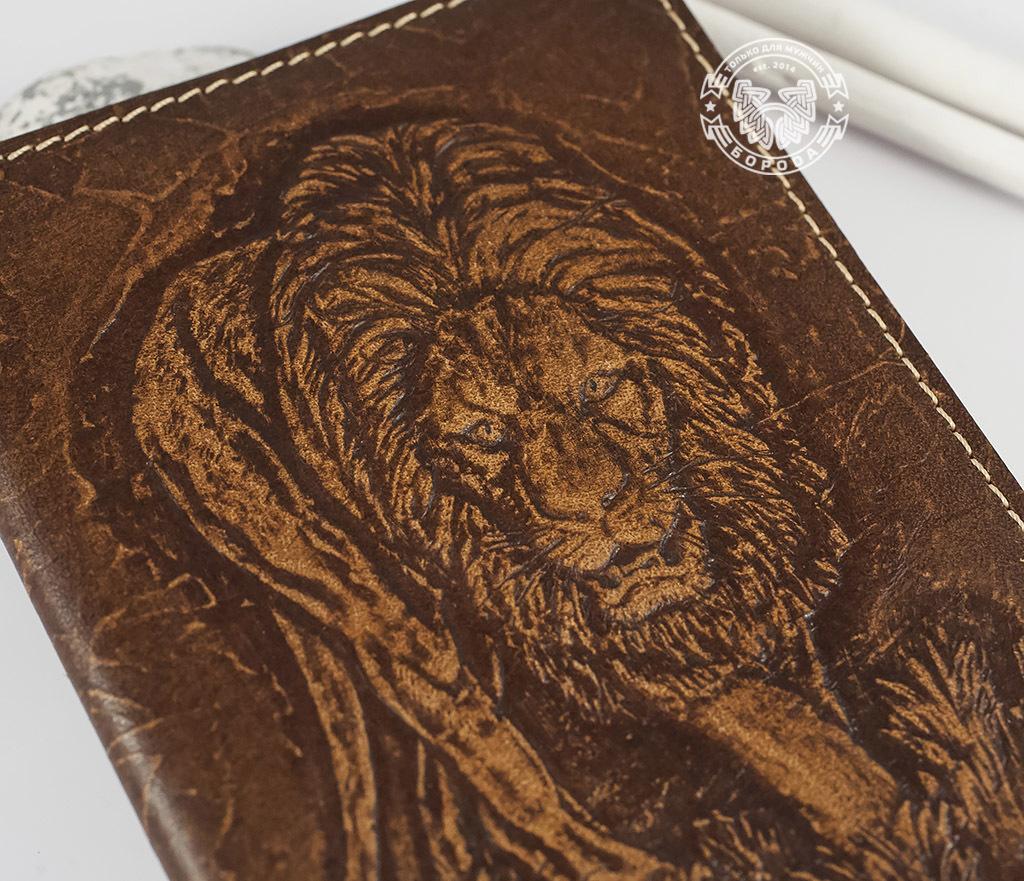 BY14-30-03-01 Обложка на паспорт ручной работы «Нарнийский Лев» фото 02