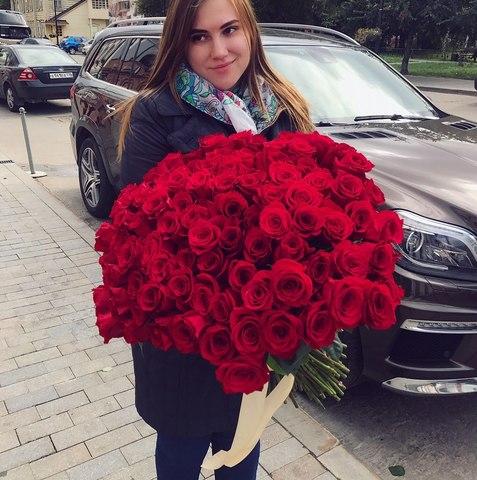 Букет из 85 красных роз 50 см #1453