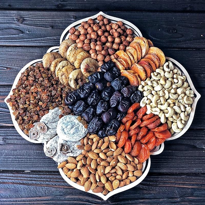 Фотография Подарочная корзина орехов и сухофруктов, 2,6 кг, №12 купить в магазине Афлора