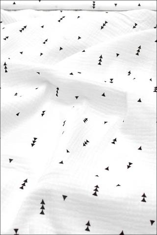 Ткань муслиновая,треугольники на белом