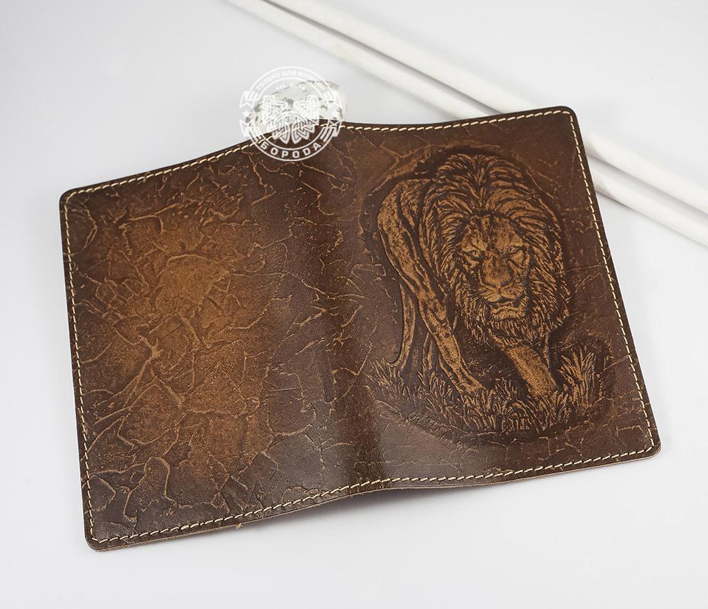 BY14-30-03-01 Обложка на паспорт ручной работы «Нарнийский Лев» фото 03