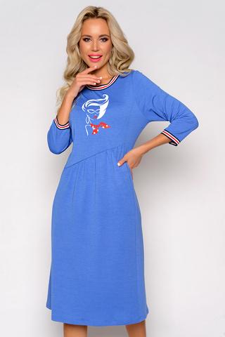 <p>Модное платье из мягкой уютной ткани! Вырез круглый, рукав 3/4. Яркая эластичная тесьма по краю выреза и низу рукава освежает образ. Присобранные косые вставки по переду и спинке искусно маскируют область талии и живота. Яркая аппликация на груди добавляет модели нарядность.<span>. Длины: ( 46-48р- 107см,50-54р-109см).</span></p>