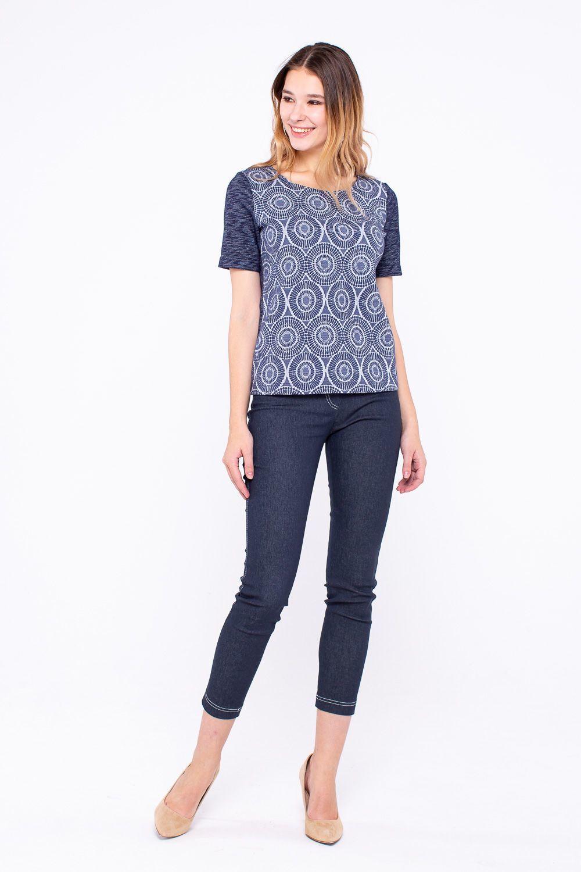 Т-шот М346-806 - Красивая стильная футболка для разных случаев жизни украшена оригинальным геометрическим узором и контрастного цвета вставками в области рукавов и спинки. Рукава свободного кроя, футболка имеет слегка приталенный силуэт, благодаря чему фигура выглядит более стройной и подтянутой. Футболку можно смело надевать с облегающими юбками и брюками, она позволяет подчеркнуть красивую линии талии и бедер, надолго сохраняет безупречный внешний вид.