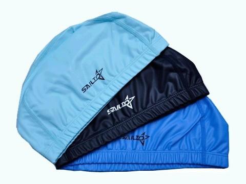 Шапочка для плавания комбинированная. Снаружи — силиконовое покрытие, изнутри — тканевое. Полиэтиленовая сумочка на молнии :(PU-N7):