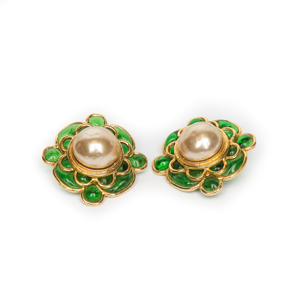 Chanel clip-on earrings with Gripoix glass