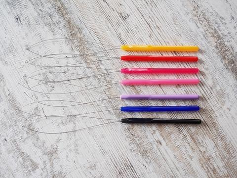 Продеватель металлический с пластиковой ручкой