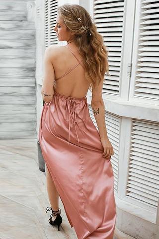Атласное пляжное платье-комбинация на бретелях пудрового цвета 1