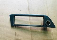 Рамка магнитолы МАН с прикуривателем  Рамка под магнитофон MAN TGA запчасти Б/У 81617010237