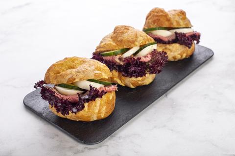 Сэндвич-шукет с ростбифом