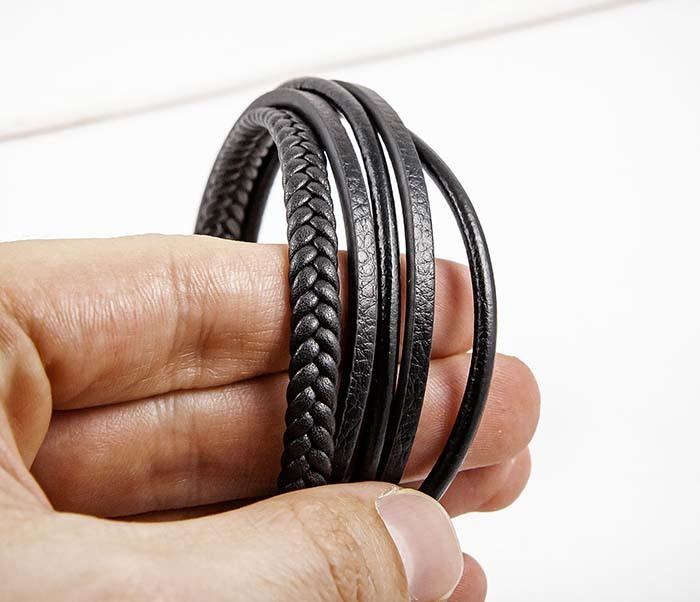BM565-1 Браслет из плоских и плетеных кожаных шнуров фото 05