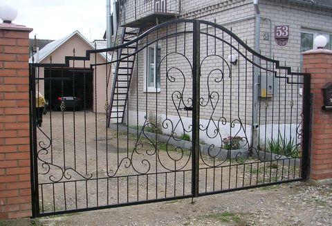 Распашные кованые ворота N-5