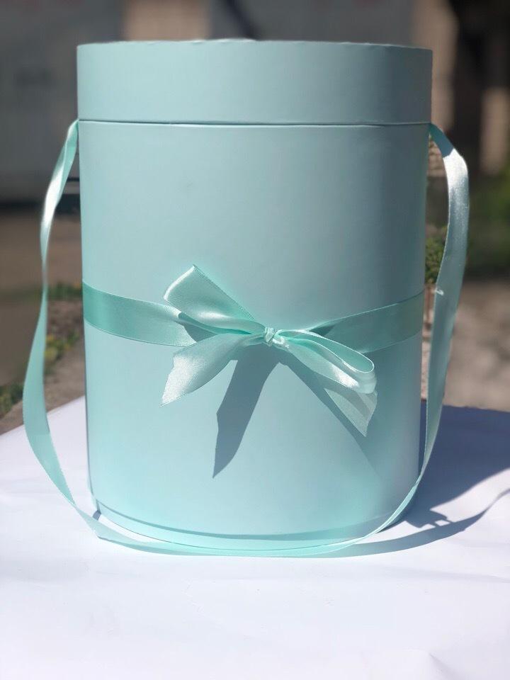Шляпная коробка 22,5 см Цвет:  светло изумрудный  . Розница 450 рублей .