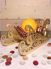 Новогодний декор. Сани декоративные золотые