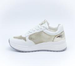 Белые кроссовки из текстиля