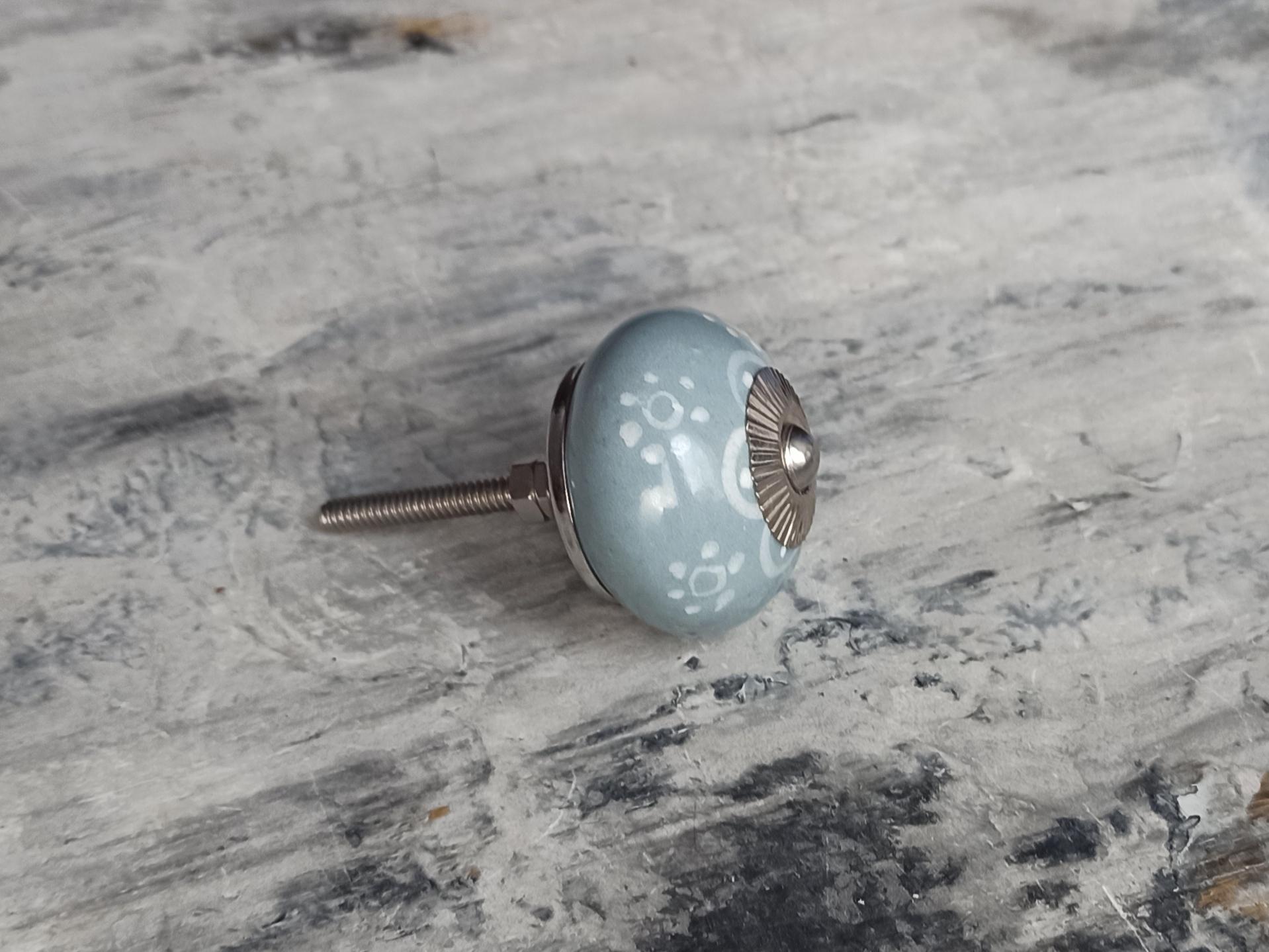 Ручка мебельная керамическая  - серая с белым цветочным орнаментом, арт.