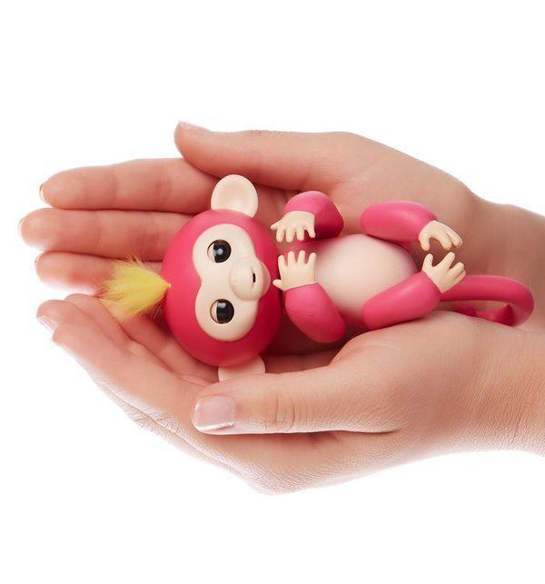 Интерактивная обезьянка Fingerlings Белла розовая