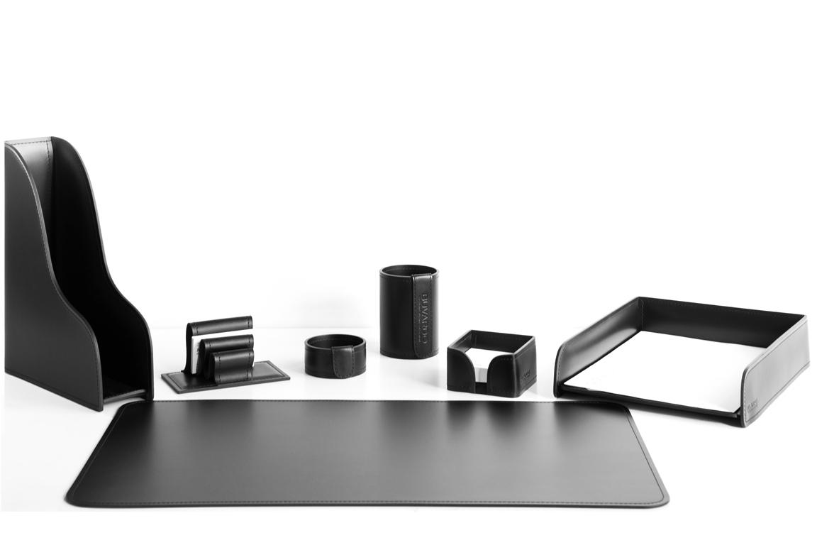 Кожаный набор на стол руководителя черного цвета из 7 предметов.