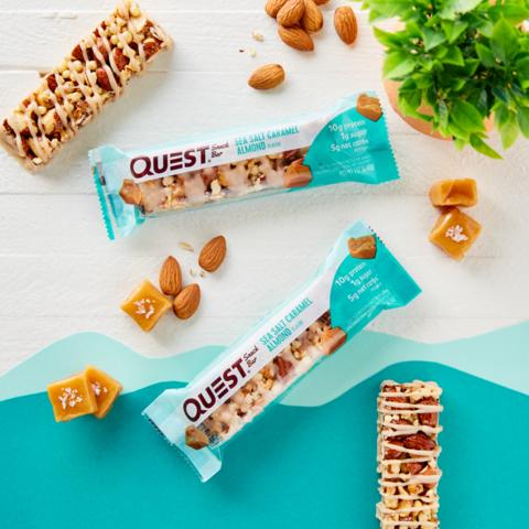 Батончик Quest Snack Bar со вкусом карамели с морской солью и хрустящего миндаля (1 шт)
