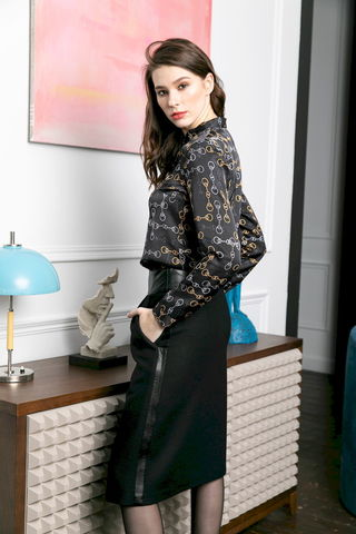 Фото черная блузка с круглым стоячим воротником и длинными рукавами - Блуза Г725а-152 (1)