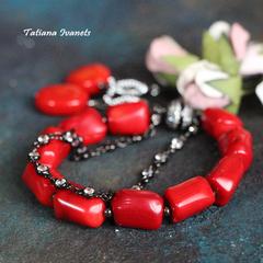 Браслет из красного коралла с декоративной цепочкой