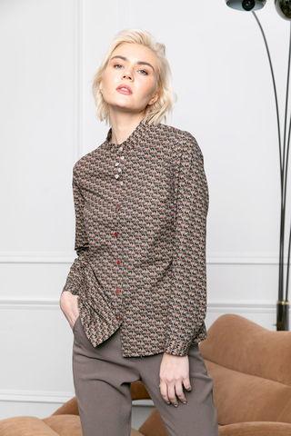 Фото блузка со стоячим круглым воротником и разноцветным принтом - Блуза Г725а-154 (1)