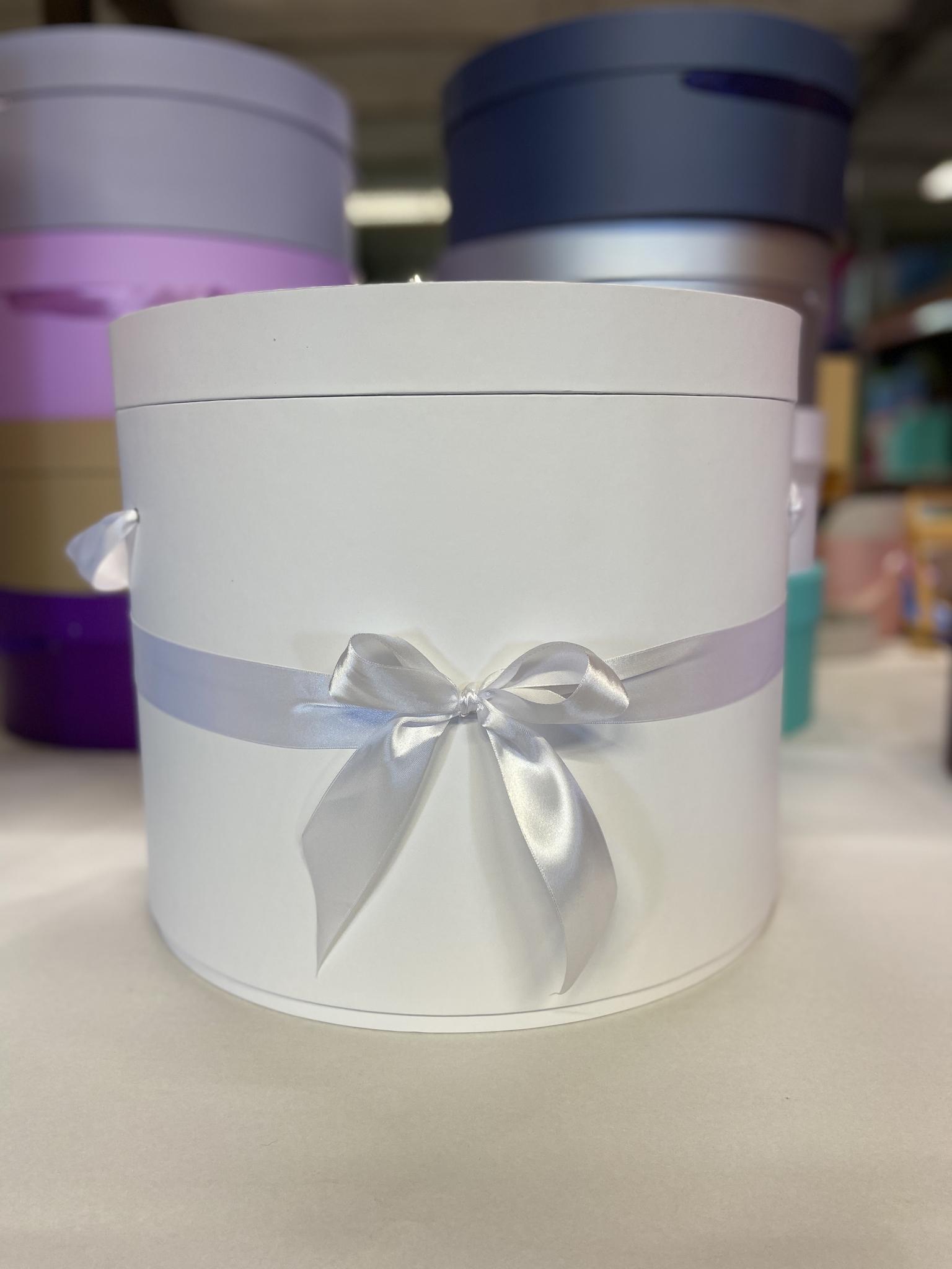 Шляпная коробка 40 см Цвет: Белый . Розница 950 рублей .