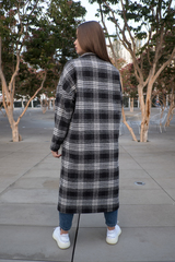 Черное осеннее женское пальто купить
