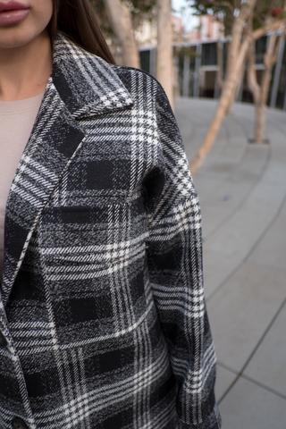 Черное осеннее женское пальто недорого
