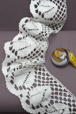 Кружево широкое, рисунок : белая лилия