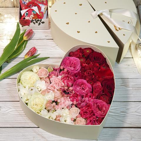 Композиция в коробке в форме сердца (диаметр 25 см)