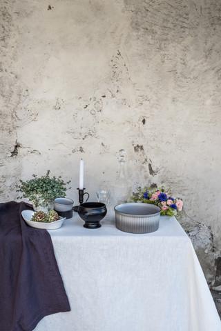 Фарфоровая суповая чашка, черная, артикул 646139, серия French Classics