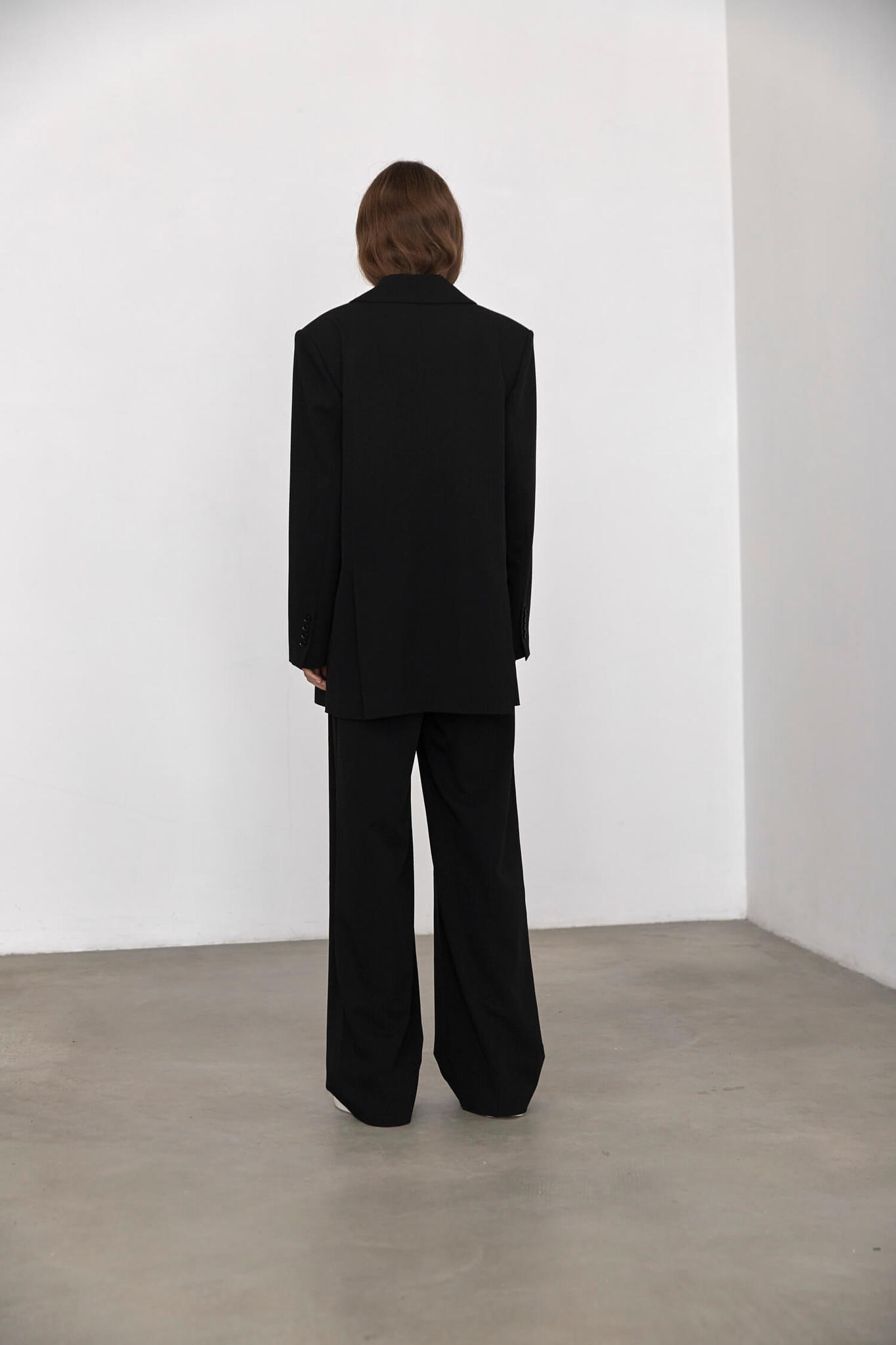 Жакет двубортный с двумя шлицами,  черный