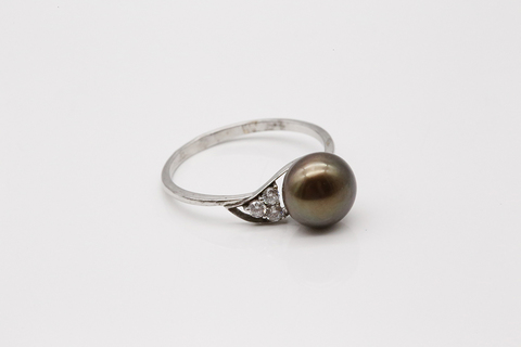 Кольцо из серебра с жемчугом и фианитами 27093S2