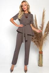 <p><span>Если Вы ищите костюм для повседневной жизни, тогда модель от компании ELZA придётся Вам по вкусу. Лёгкий, удобный и свободный однотонный костюм, впишется в гардероб любой девушки. Благодаря своему трикотажу, его можно надевать на работу, в школу и даже на бизнес встречи. Костюм не жмёт в плечах и не ограничивает в действиях. Благодаря поясу, который идёт в комплекте, можно подчеркнуть свою узкую и худенькую талию. Важно отметить, что каждая женщина должна иметь такой костюм у себя в гардеробе - это базовый комплект стильной леди. Такая одежда уместна в любом возрасте. Данный женский костюм от ELZA - прекрасный офисный вариант, особенно когда нужно одеться женственно и сексуально. После покупки самое главное, подобрать красивые туфли и образ готов! На брюках есть эластичная резинка, которая отлично прижимает штаны к талии. Хотите чувствовать легкость и комфорт? Заказывайте женский костюм прямо сейчас!</span>Длина брюк: 100см</p>