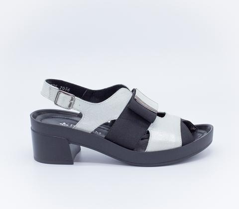 Серебряные кожаные босоножки на устойчивом каблуке